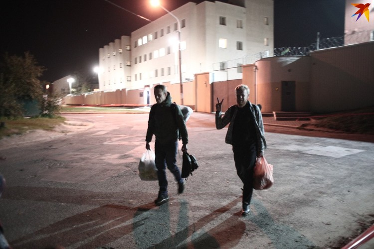 24 сентября фотографы Владимир Гридин и Александр Васюкович вышли после 11 суток из ЦИП на Окрестина