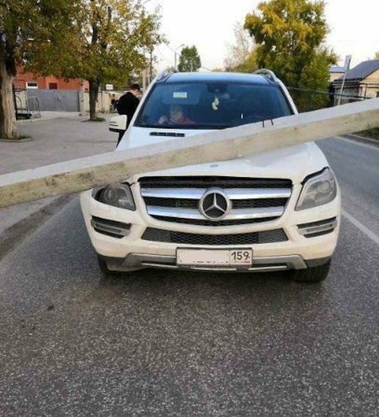 Только чудом в машине никто не пострадал. Фото: страница Chp_59/instagram