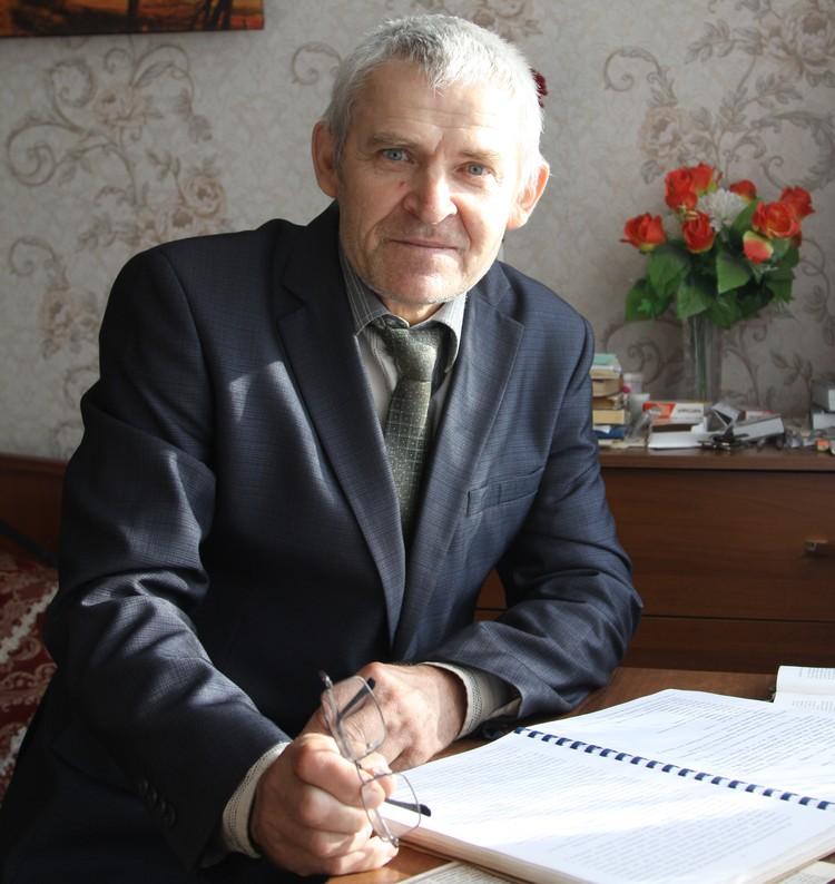 Учитель истории Тарас Лазебник многие годы посвятил изучению военных событий на Михайловской земле.
