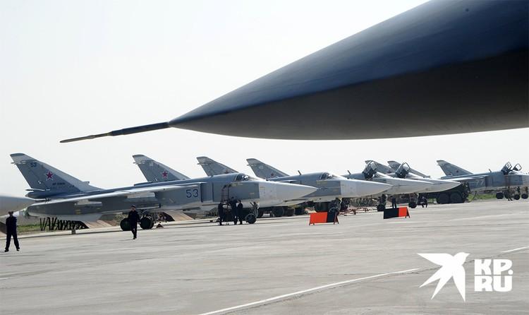 Российские бомбардировщики Су-24 в Сирии, февраль 2016 г.