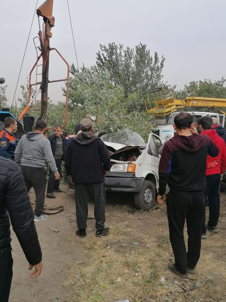Люди вытаскивали несколько спасателей. Фото: МЧС по РО