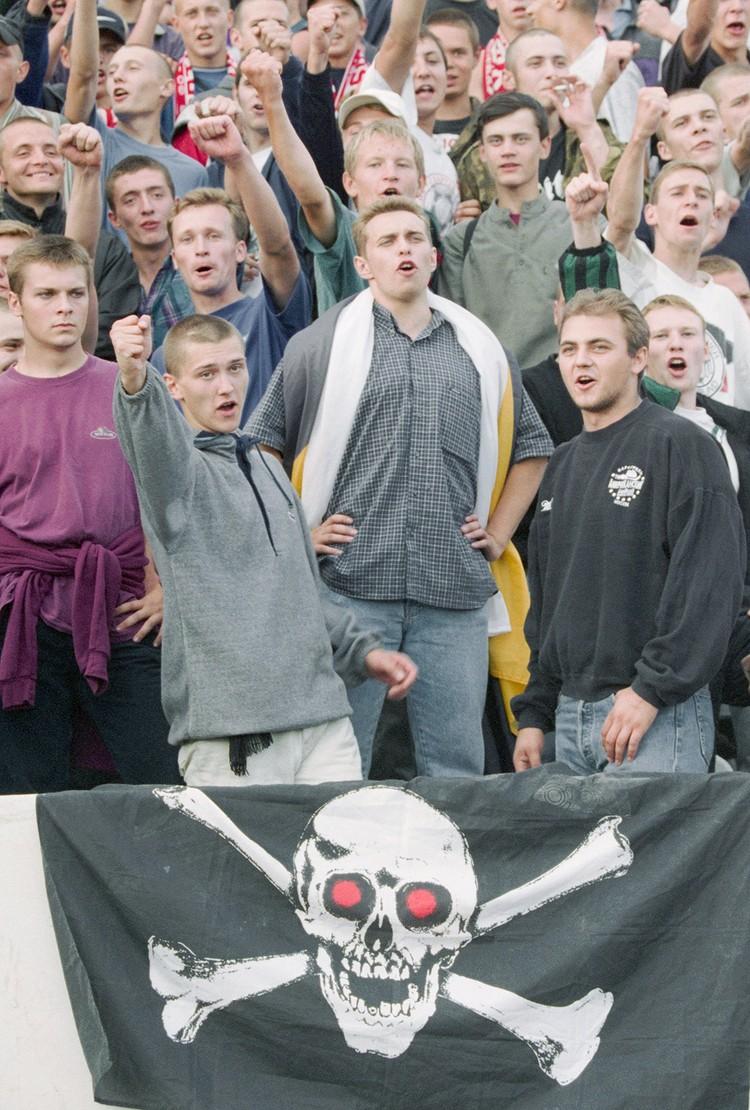 Спартаковские фанаты на выезде, конец 90-х. Фото: Метелица Сергей/Фотохроника ТАСС