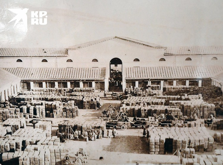 Кяхтинский гостиный двор в XIX-м веке. Фото: Кяхтинский краеведческий музей/Репродукция