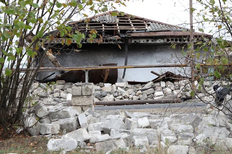 Дом, разрушенный в результате обстрела