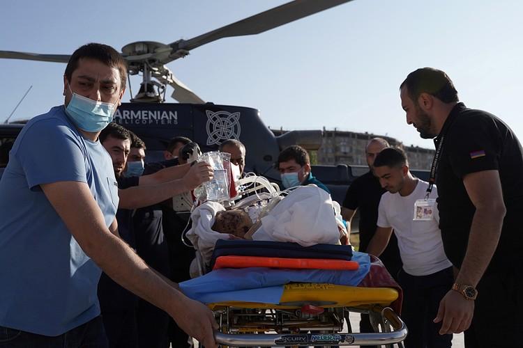 Каждый день из Баку и Еревана поступают данные о потерях людей и боевой техники