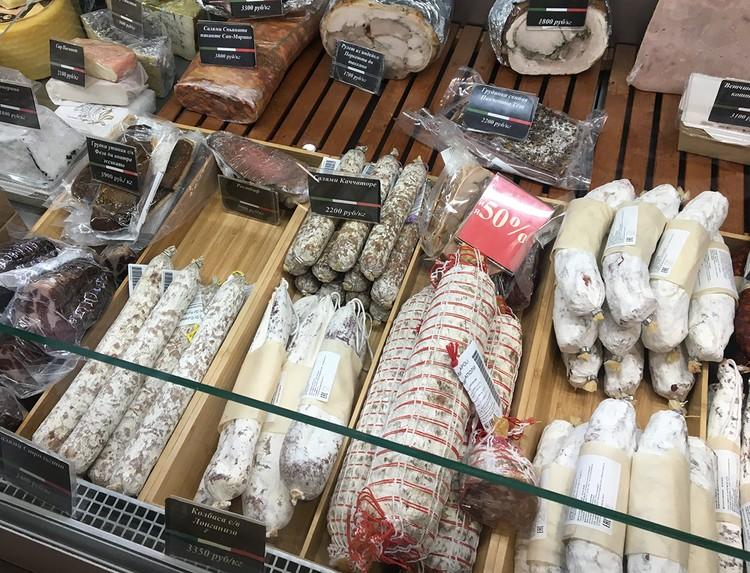 Многие мясные деликатесы Дзомпи производит теперь сам - у него производство в Подмосковье и около 15 сотрудников.