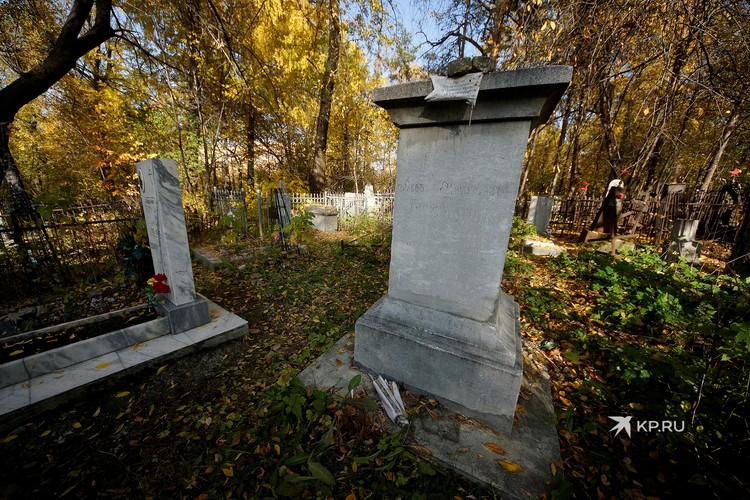 Могила горного инженера Льва Брусницына, скончавшегося в 1857 году.