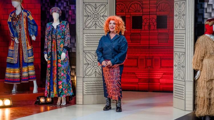 Многие платья Бабкиной знатоки хотят приписать знаменитым дизайнером — но все они дело рук Ватолкина.
