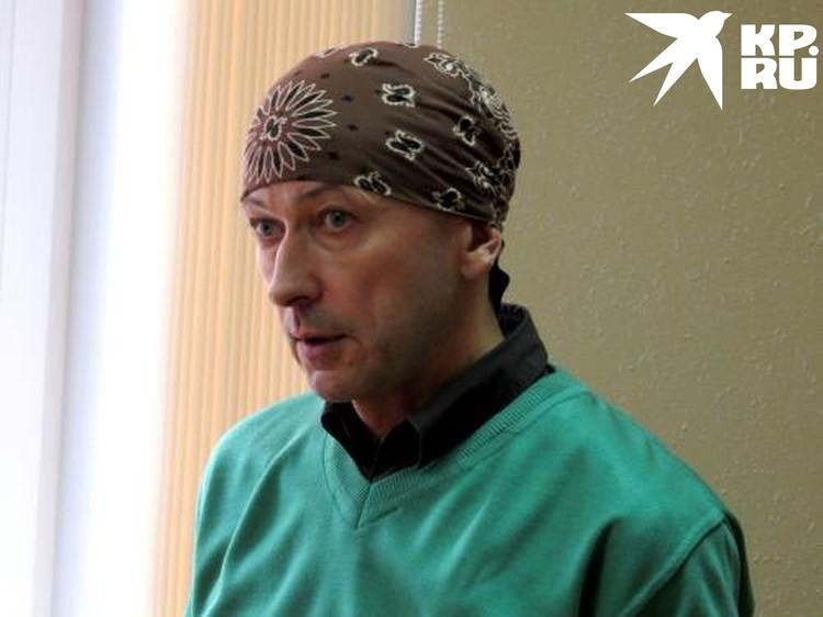 Пять лет мужчина носил бандану, чтобы спрятать изуродованную голову. Фото: личный архив героя.