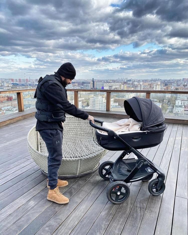 Несмотря на расставание с Решетовой, Тимати проводит много времени с сыном. Холостяк — отличный отец