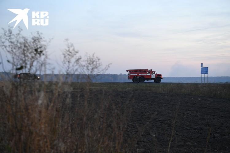 То и дело мимо проносятся видавшие виды пожарные авто.