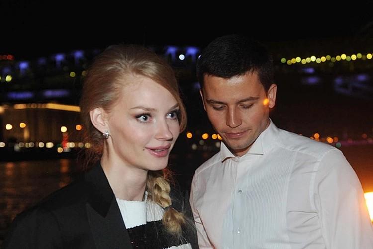 С актрисой Светланой Ходченковой Петришин начал встречаться в 2011 году.