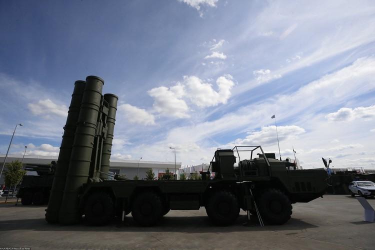 С-400 «Триумф» — российская зенитная ракетная система большой и средней дальности