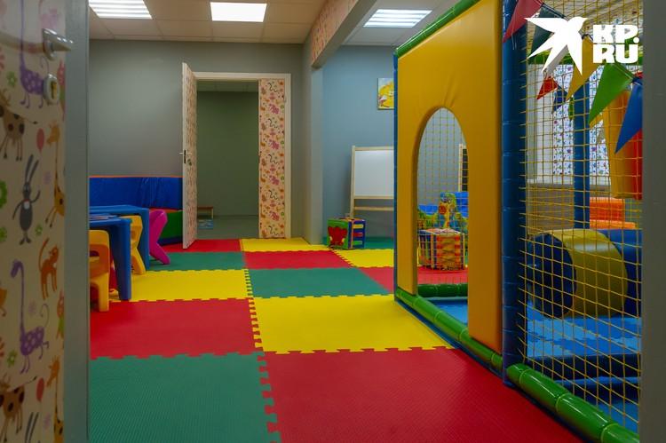 Так выглядит игровая комната для детей в 10-м роддоме
