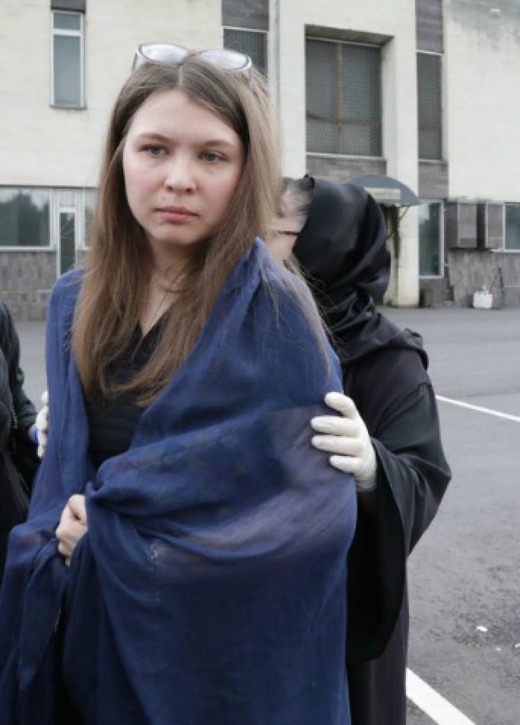 Младшая дочь Маша появилась в браке актера с художницей Аллой Шавыриной. По ее словам, они с дочкой - единственные официальные наследники.