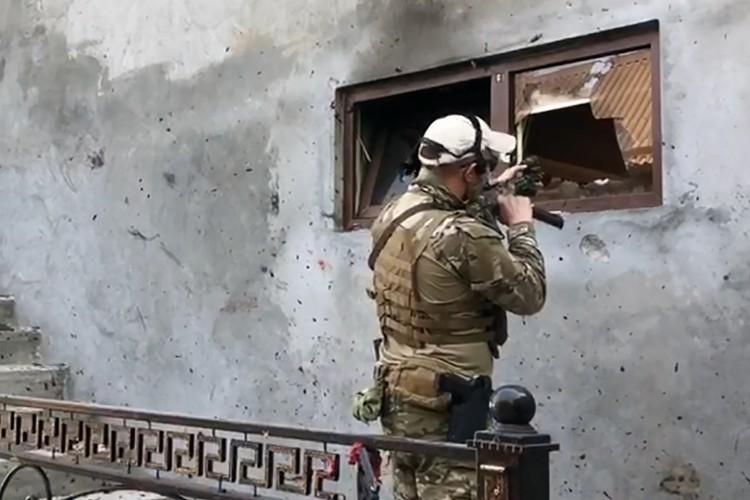 Примерно раз в год, в Чечне случаются перестрелки с боевиками, а значит, бандподполье в республике все же есть. Фото: Снимок с видео/ИЦ НАК/ТАСС