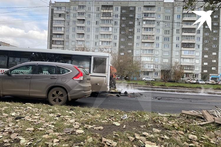 Автобус №63 врезался в машину с битумом