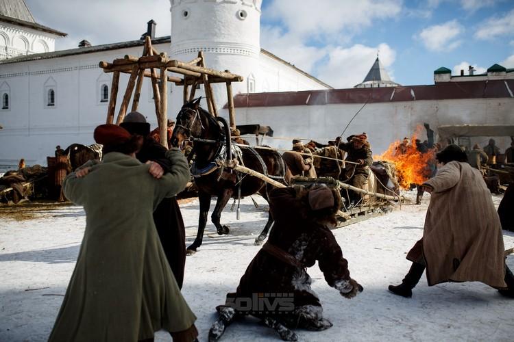 Часть съемок проходили на Красной площади в Тобольске - здесь декорировать местность пришлось минимальны. Фото: кинокомпания «Solivs»