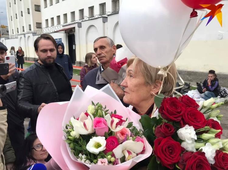 Левченко встречала мама и группа поддержки