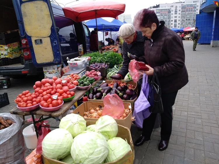 Предложение овощей - традиционное, но цены, кажется, чуть ниже, чем на стационарных рынках