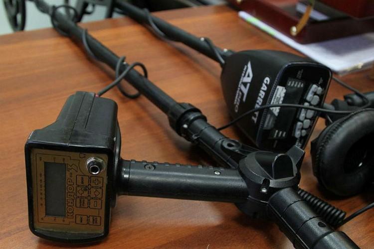 Нелинейный локатор реагирует на все, что содержит электронику и микросхемы. Фото: СУ СК России по Иркутской области