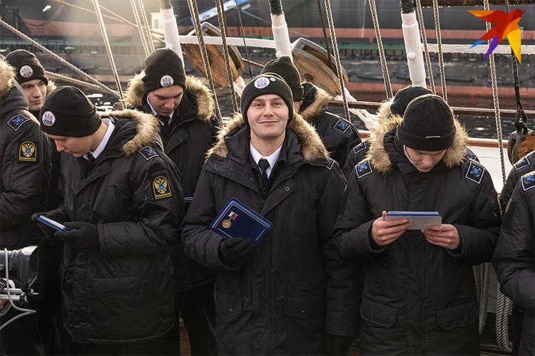 Среди курсантов на борту барка - 30 студентов МГТУ.