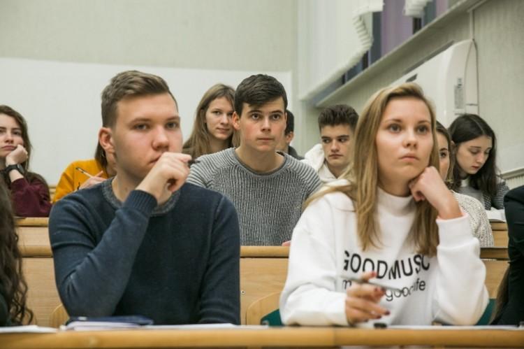 Студенты продолжают учиться в прежнем формате