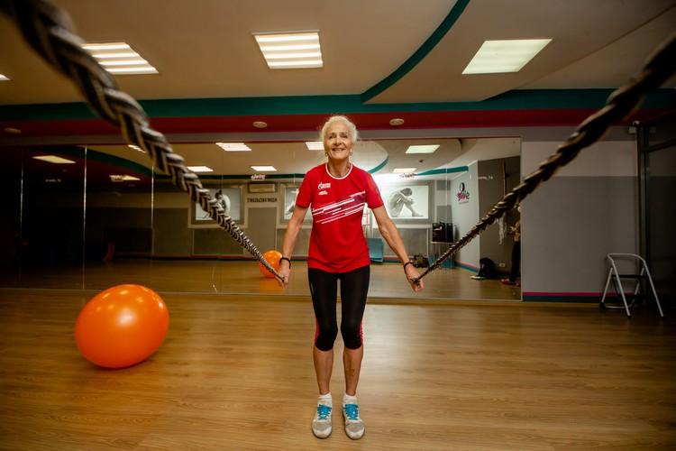 Выглядеть прекрасно бабушке шести внуков помогает спорт.