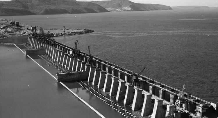 Вверх от ГЭС разлилось водохранилище протяженностью более 600 км