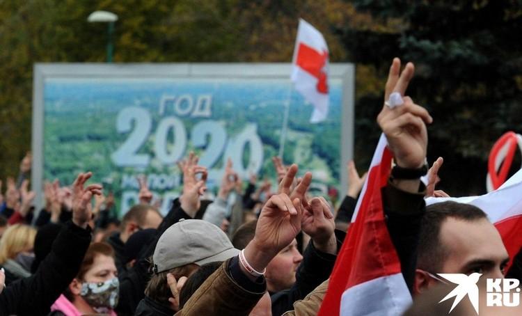 Колонна демонстрантов. Фото: Виктор ПЕТРОВ