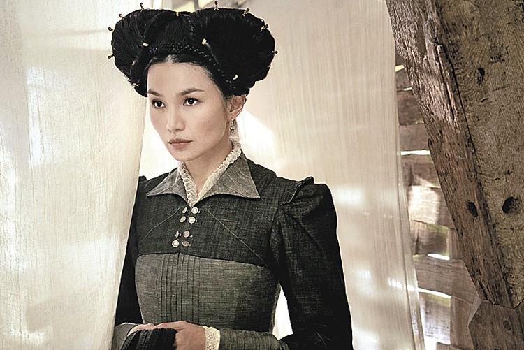 А вот фрейлина Елизаветы I графиня Шрюсбери, образ которой доверили англо- китаянке Джемме Чен. Фото: Кадр из фильма