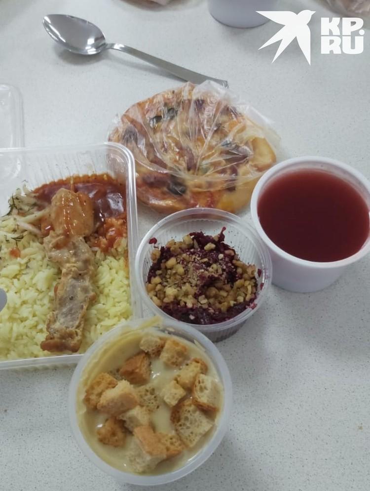 Так выглядит обед - многие уже переживают за фигуру. Фото: предоставлено героем публикации.