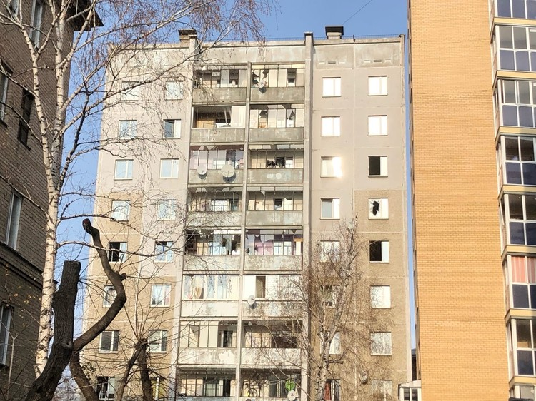 В соседних зданиях повыбивало окна