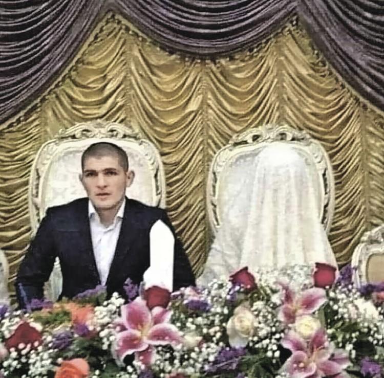 Хабиб чтит мусульманские традиции - никто не должен видеть лицо его жены.