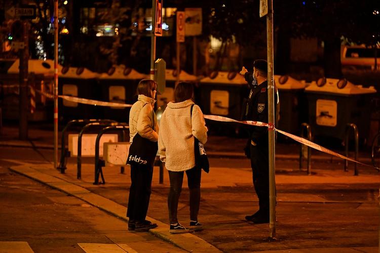 Окна редакции выходили на улицу, где началась стрельба