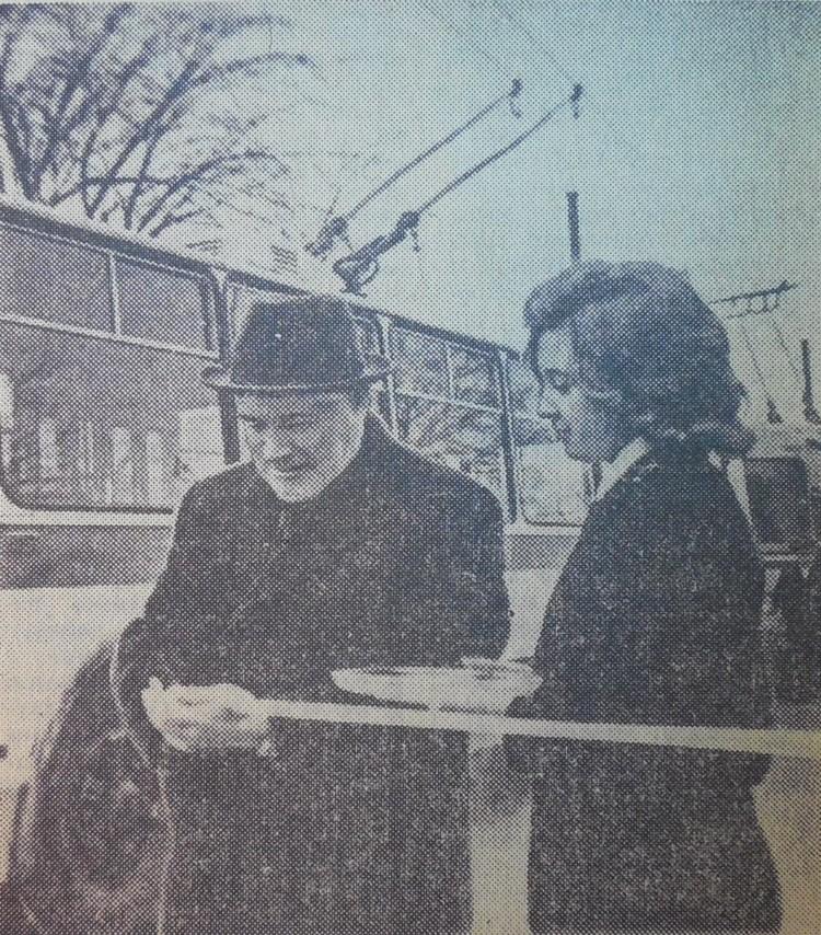 5 ноября 1975-го, перерезав традиционную ленточку, старт новому для областного центра виду общественного транспорта дал 1-й секретарь обкома КПСС Николай Коновалов.