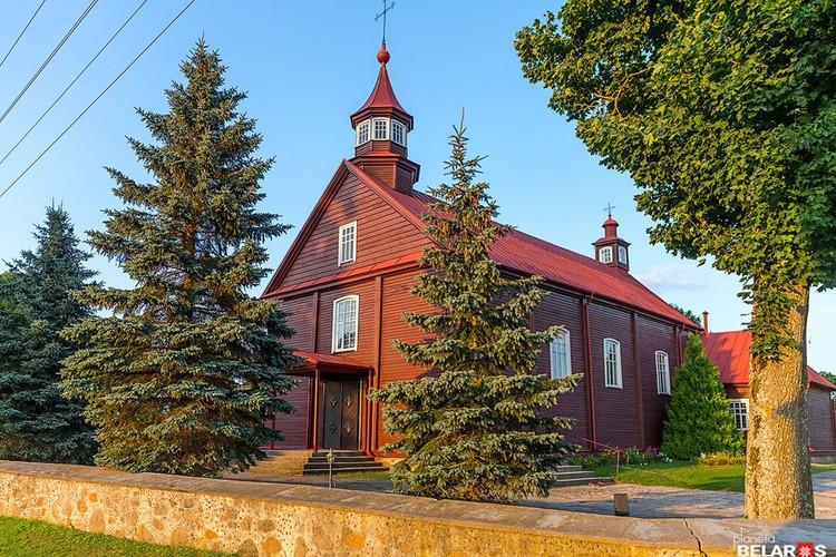 В деревне Новый Двор - один из самых старых деревянных храмов Беларуси. Фото: Сергей Плыткевич.