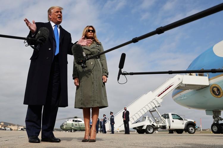 Однако, сама 50-летняя Мелания Трамп настаивает на том, что у нее отличные отношения с ее 74-летним мужем, и они никогда не ссорятся.