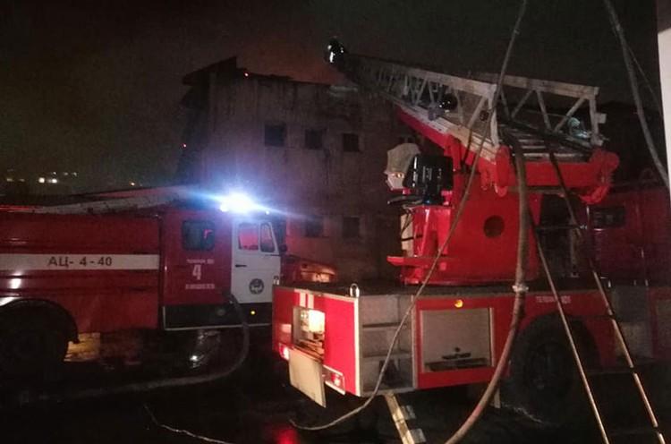 На тушение пламени отправили пять пожарных расчетов...