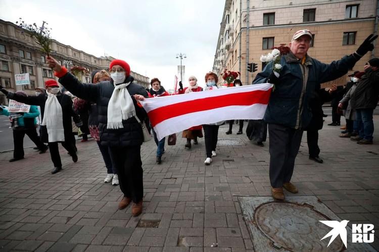 Участники «Марша мудрости» отправились с площади по проспекту Независимости. Фото: Иван Иванов