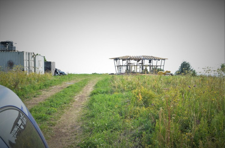 На фото: как выглядело здание летом 2020 года. Стройку на городище археологи заметили совершенно случайно