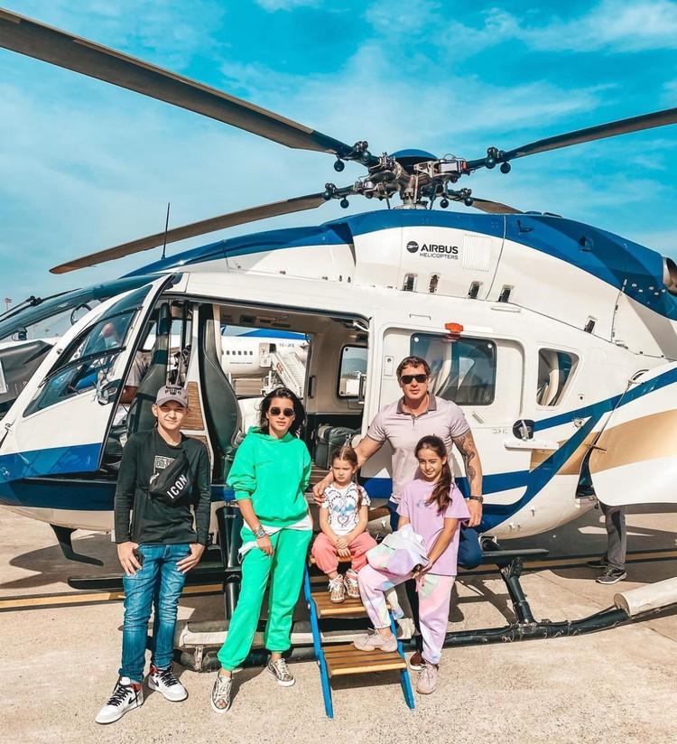 Ксения Бородина с семьей красиво отдыхает в Турции - море, солнце, вертолеты.