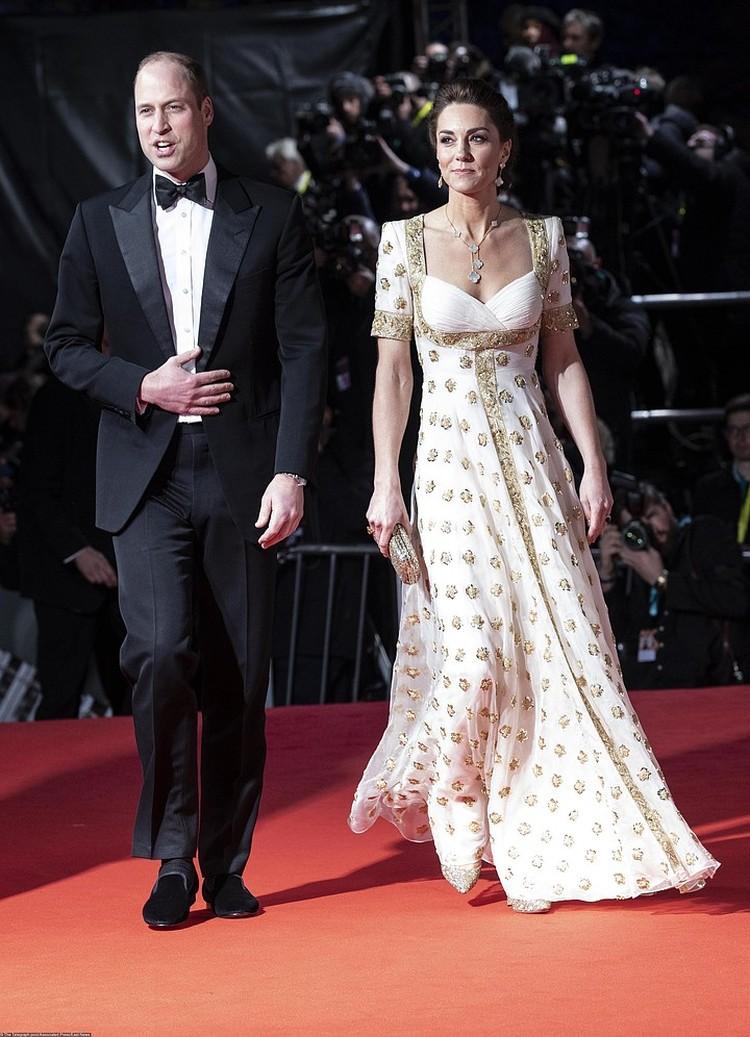 В феврале этого года герцогиня пришла на вручение 73-й премии Британской киноакадемии и телевизионных искусств в белом платье, которое она уже надевала в 2012 году.