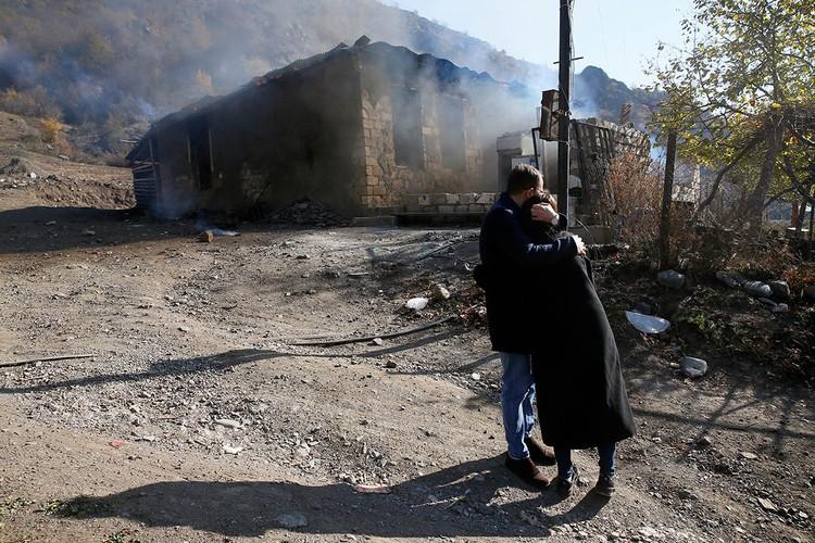 Споры за эту территорию имеют такие глубокие корни, что разбираться и слушать исторические выкладки двух сторон – Армении и Азербайджана можно часами.