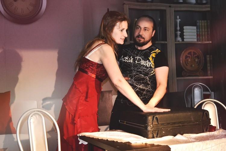 """Даниил Ванецкий, он же Антон Аверкин, на сцене театра. Фото: """"Театрон"""""""