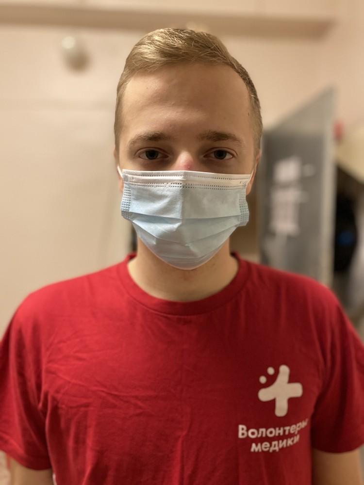 В волонтерском движении Александр уже почти год.