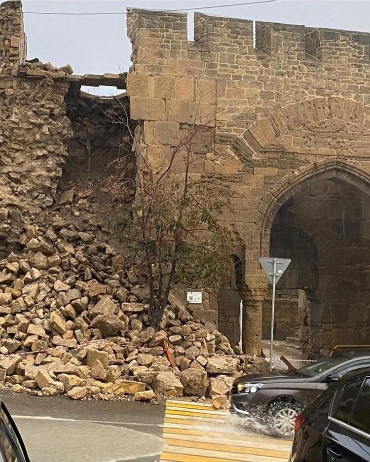 Из-за дождей рухнула стена древнейшей крепости Нарын-Кала в Дербенте