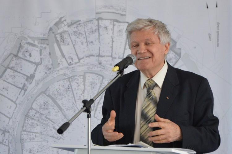 Большинство челябинских археологов — ученики Здановича или ученики учеников. Фото: ЧелГУ
