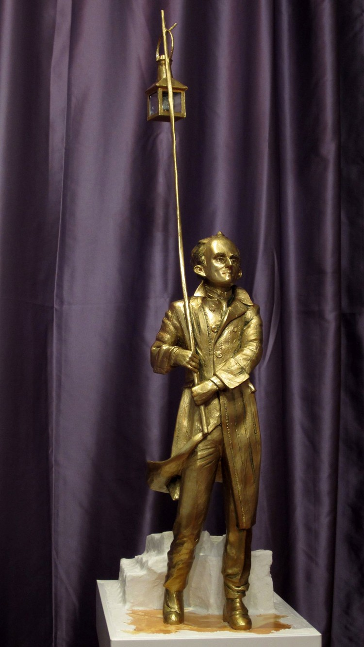 Скульптор Михаил Картузов запечатлел поэта в реалистическом или, лучше сказать, в фэнтезийном стиле. Фото: Игоря Дуардовича