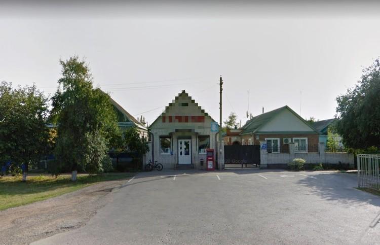 В станице есть несколько хозяйственных магазинов, которые принадлежали Нине и ее бывшему мужу.